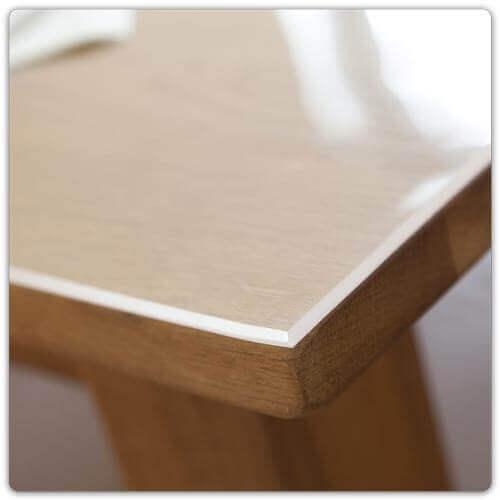 Transparente Tischfolie mit abgeschrägten Kanten