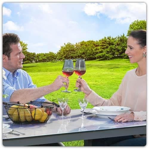 Tischfolie mit Weinflasche