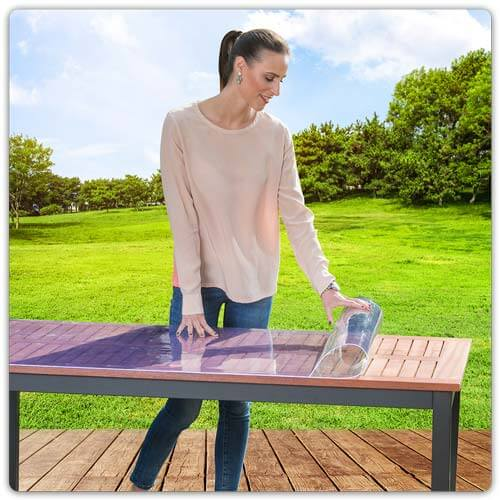 Transparente Tischfolie mit Malutensilien