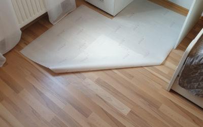 So kannst du unsere Bodenschutzmatte einfach und individuell an deinen Schreibtisch anpassen!